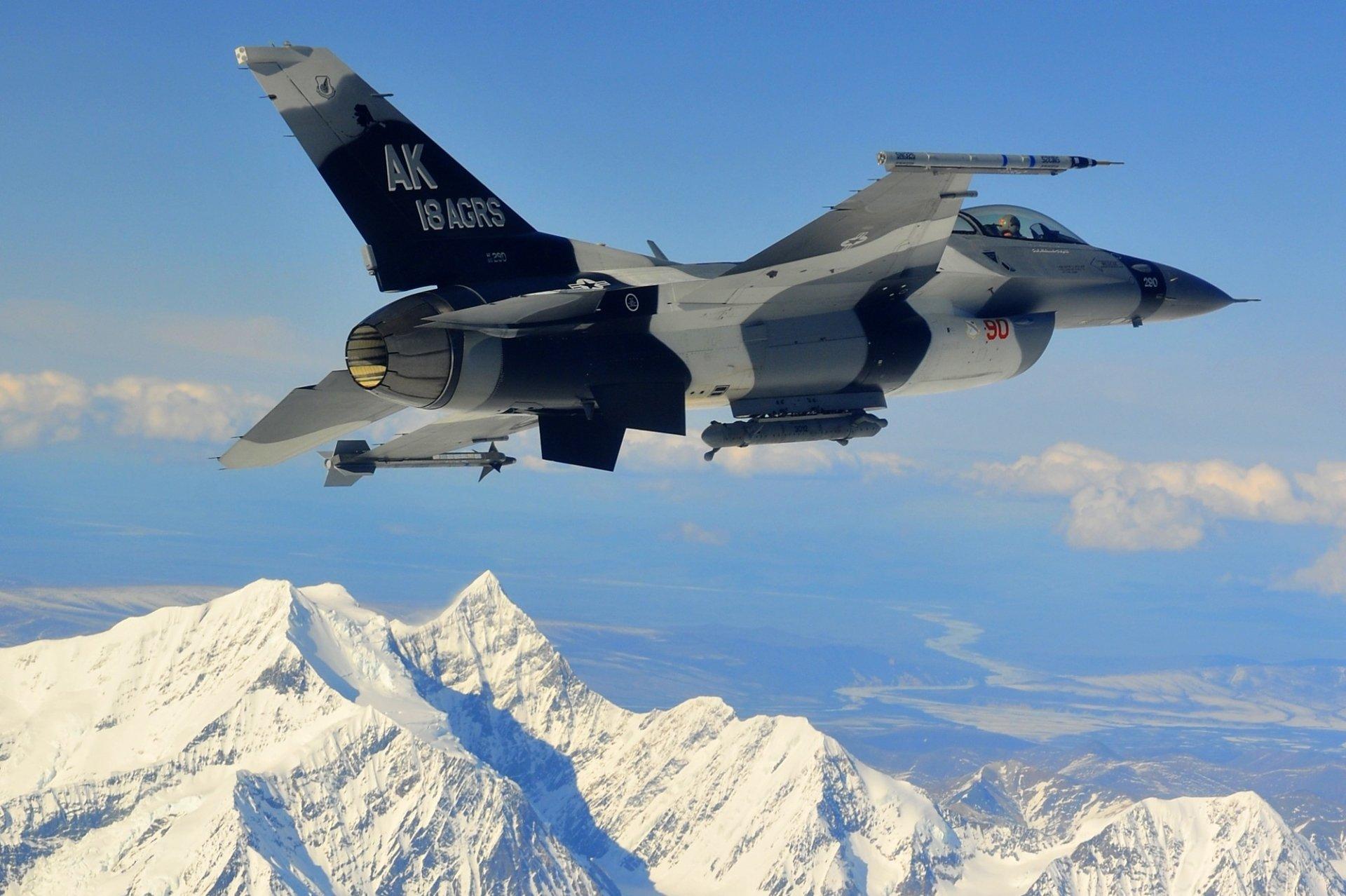 Military - General Dynamics F-16 Fighting Falcon  Wallpaper