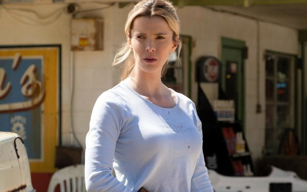 Movie The Hunt (2020) Betty Gilpin HD Wallpaper | Background Image