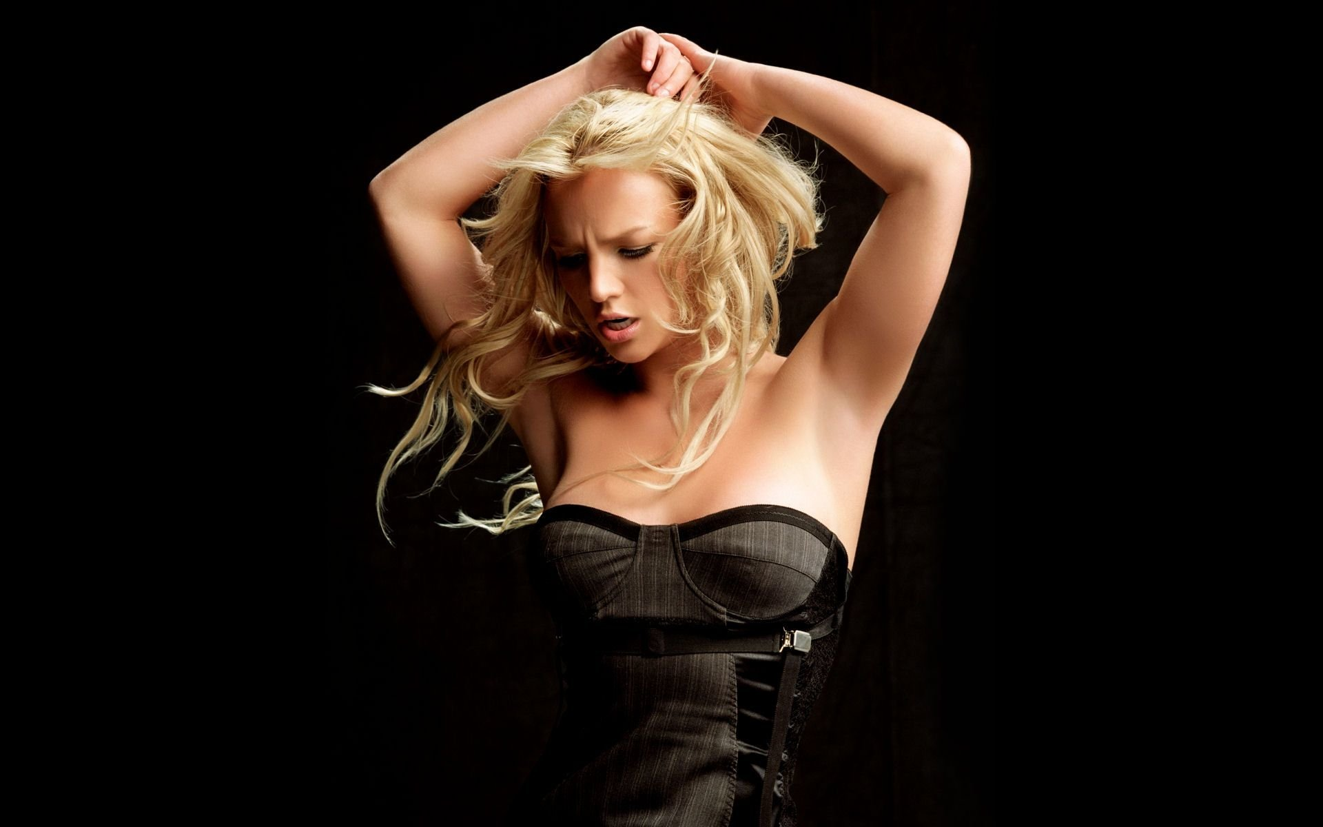 Music - Britney Spears  Wallpaper
