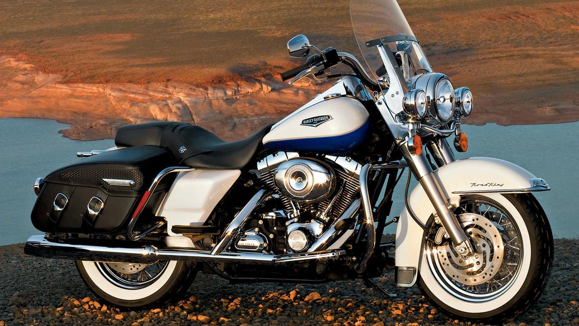 Harley-Davidson Road King HD Wallpaper