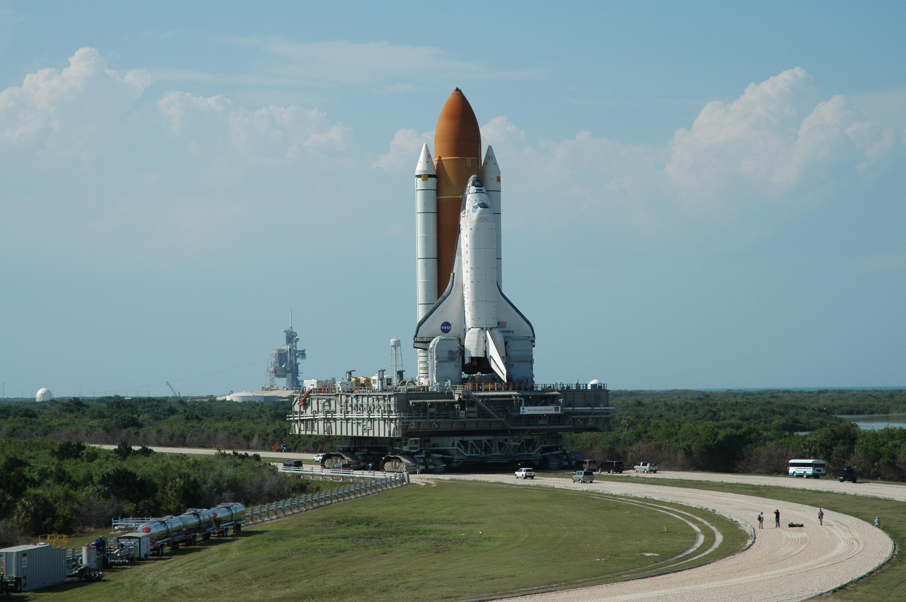 Space shuttle discovery hd wallpaper background image - 4k space shuttle ...