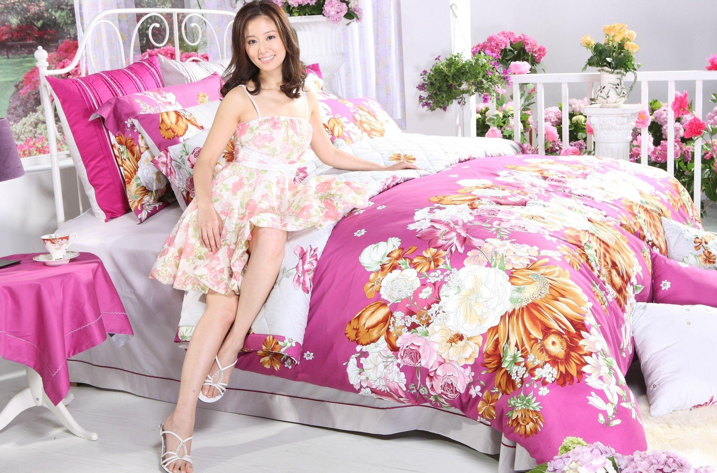 Women - Asian  Wallpaper