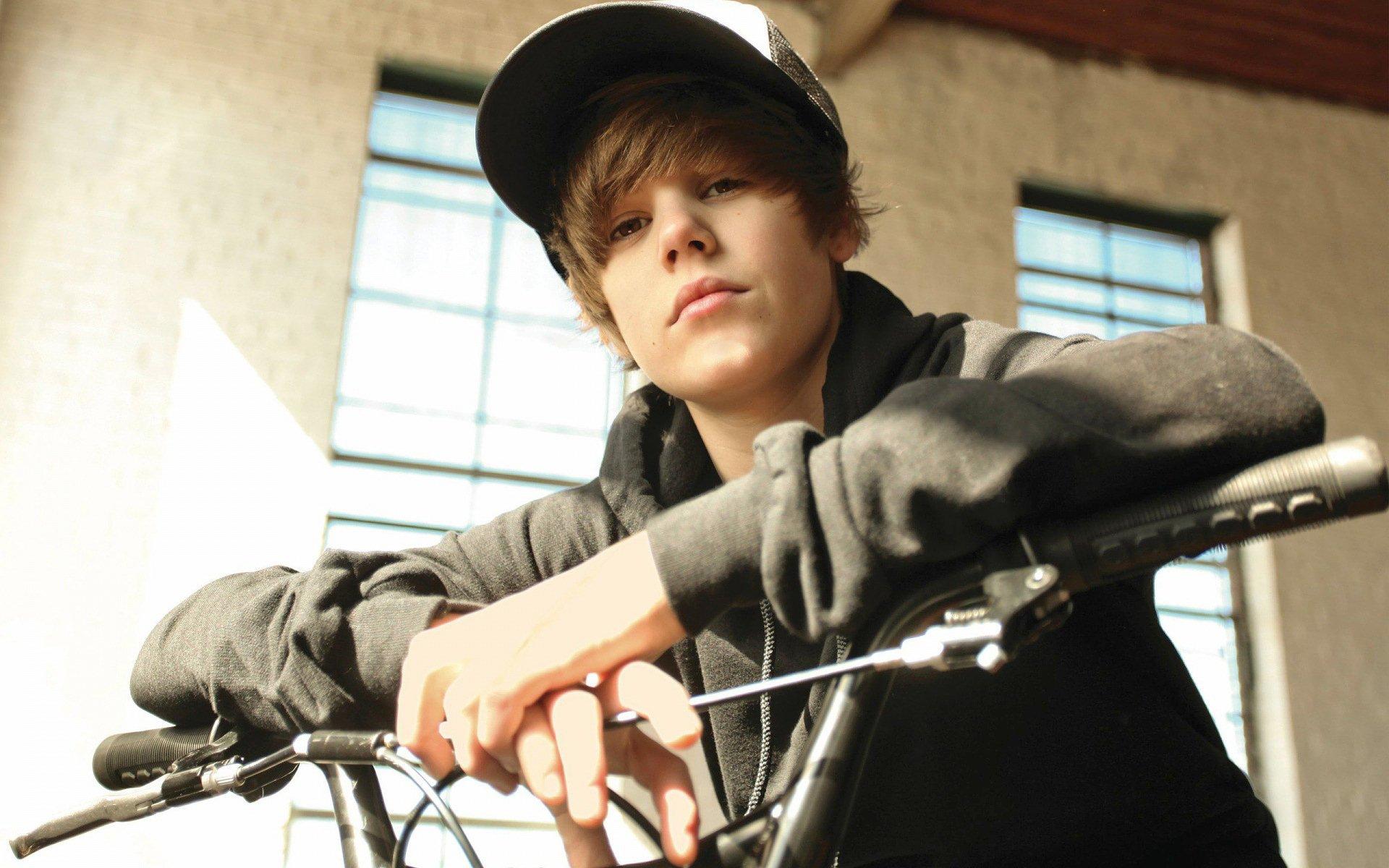 Music - Justin Bieber  Wallpaper