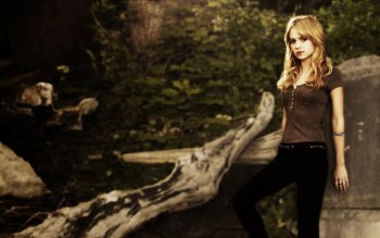 Celebrity - Britt Robertson Wallpapers and Backgrounds
