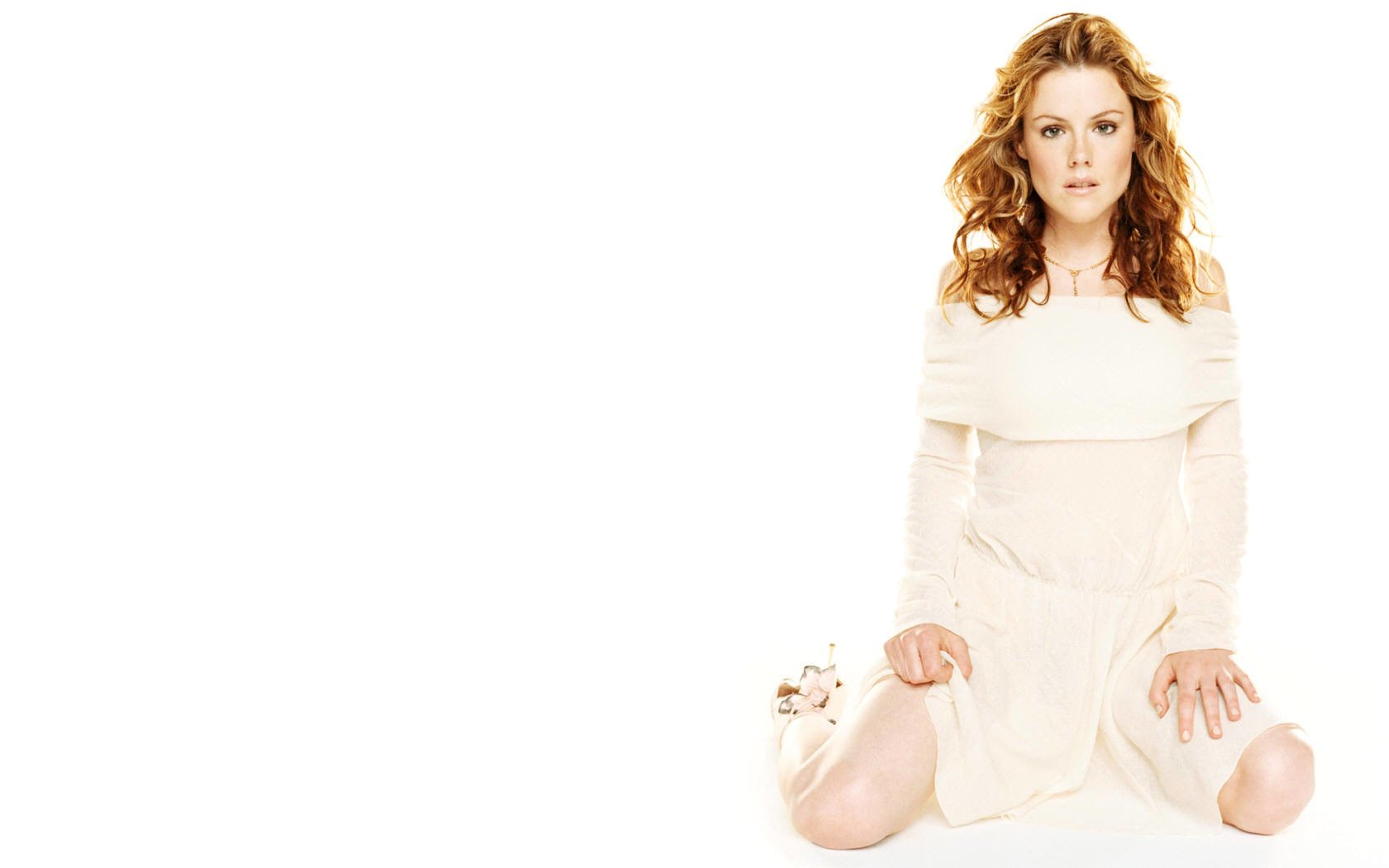 Celebrity - Kathleen Robertson  Woman Actress Wallpaper