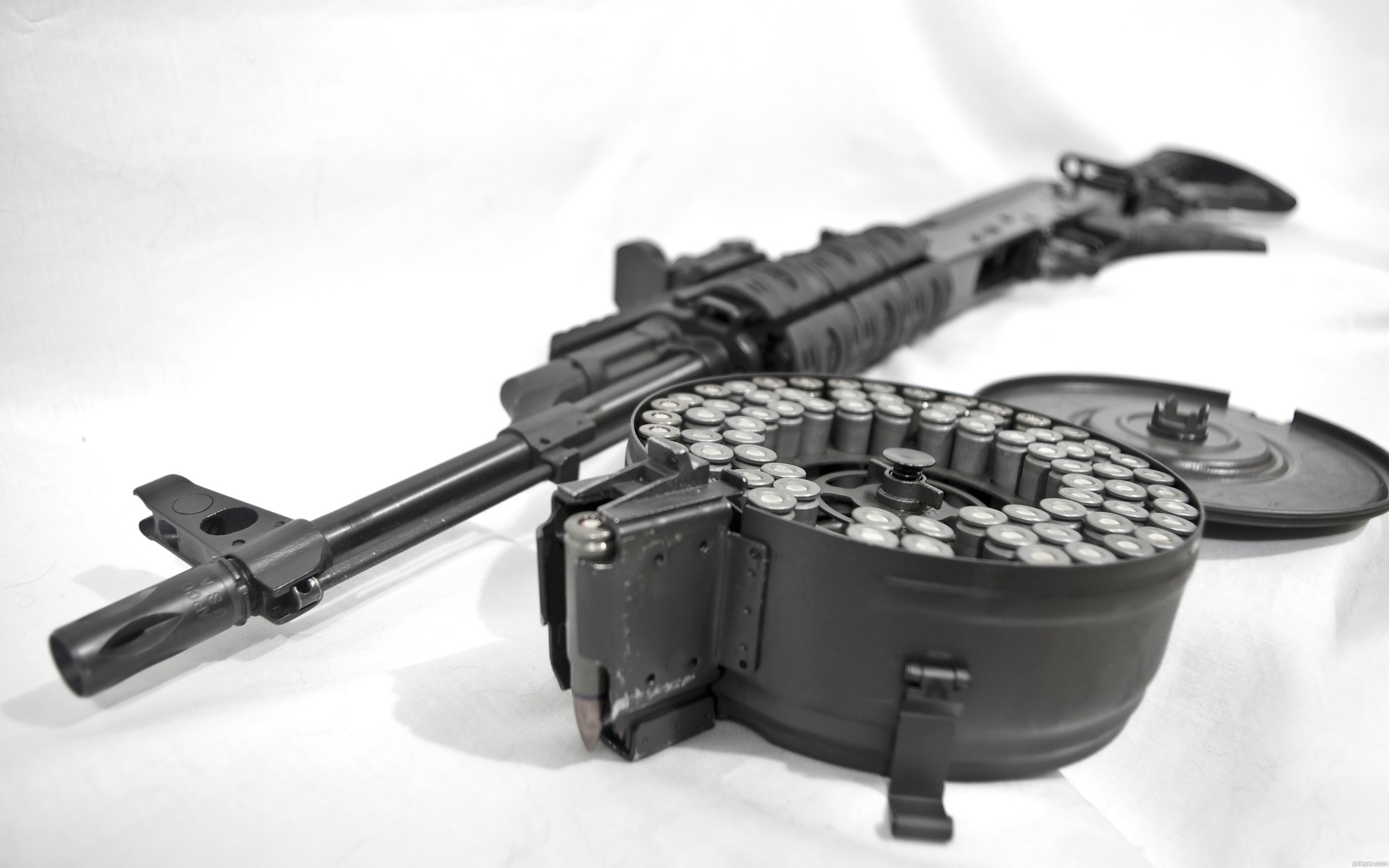 Weapons - Assault Rifle  Drum Wallpaper