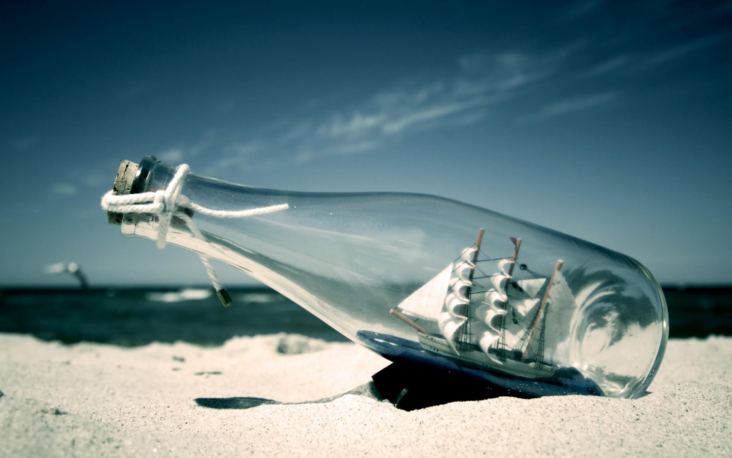 Man Made - Bottle  Achtergrond