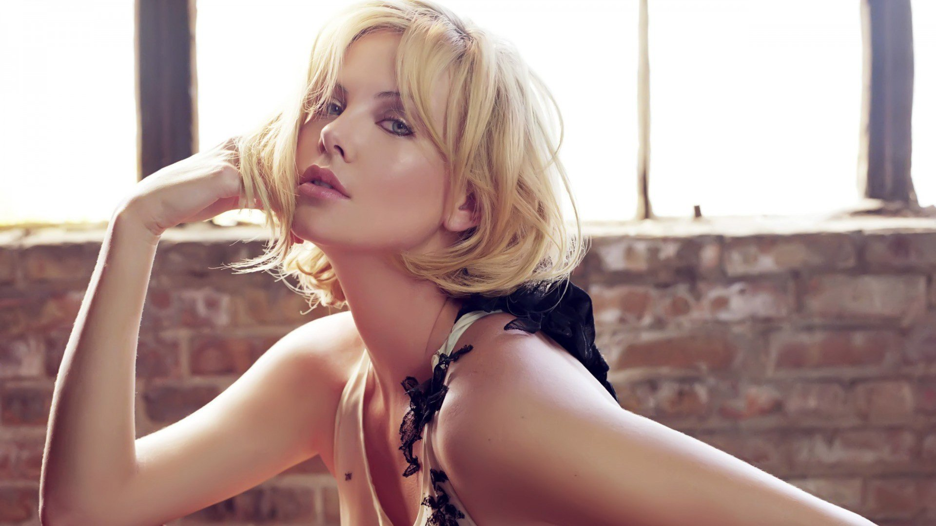 Celebrity - Charlize Theron  Actress Fashion Style Mood Wallpaper