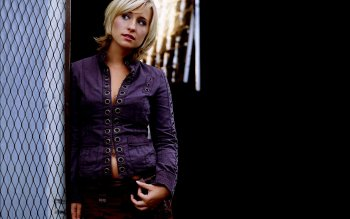 Celebrity - Allison Mack Wallpapers and Backgrounds ID : 4001