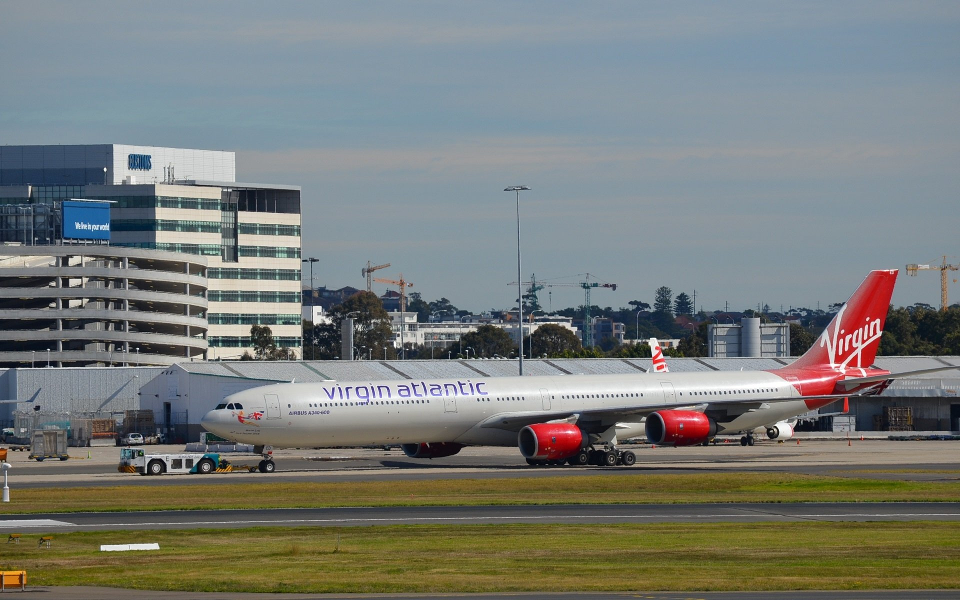 Véhicules - Airbus A340  Airbus Airplane Airport Véhicule Passenger Plane Fond d'écran
