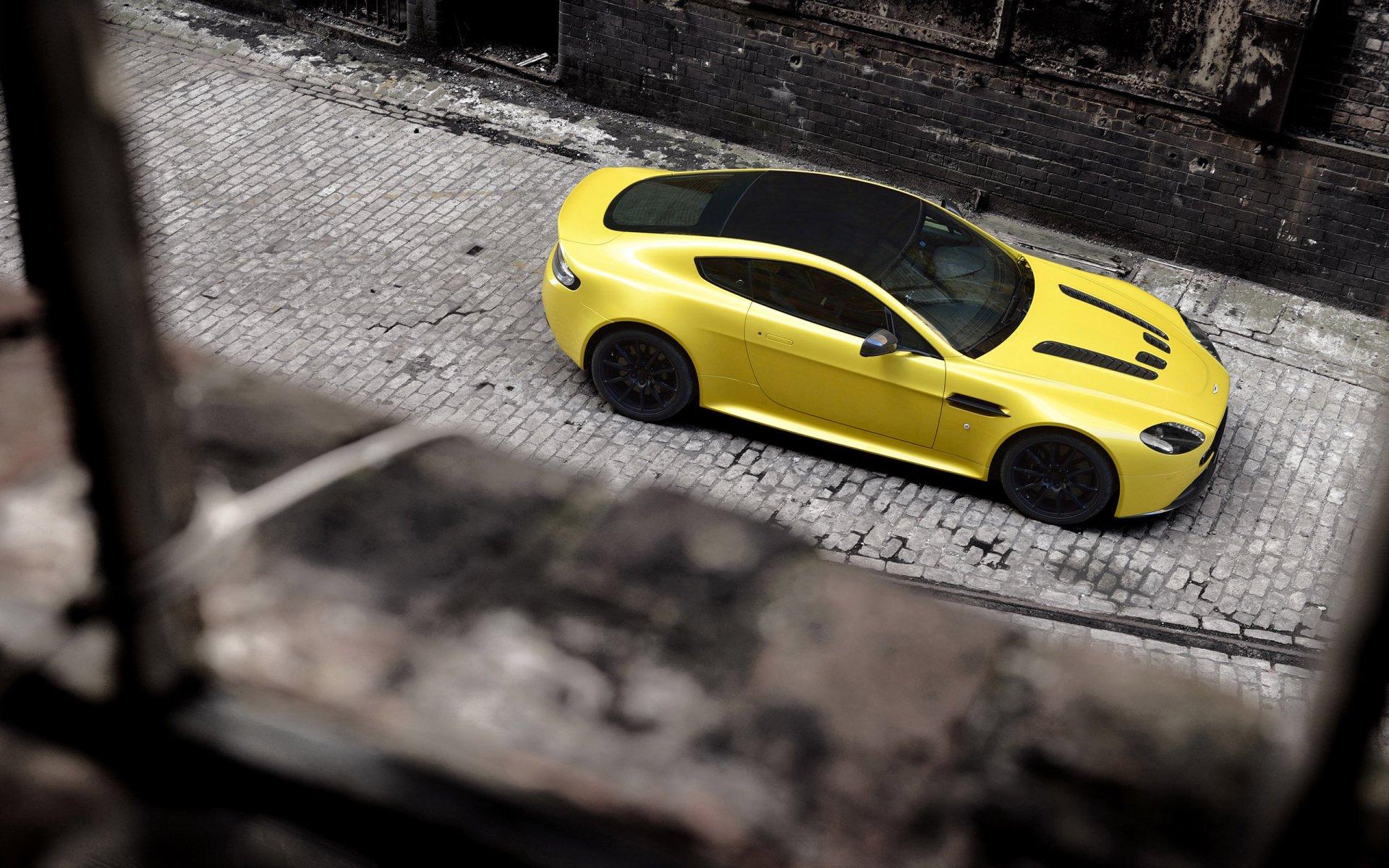 40 Aston Martin V12 Vantage Hd Wallpapers Background Images