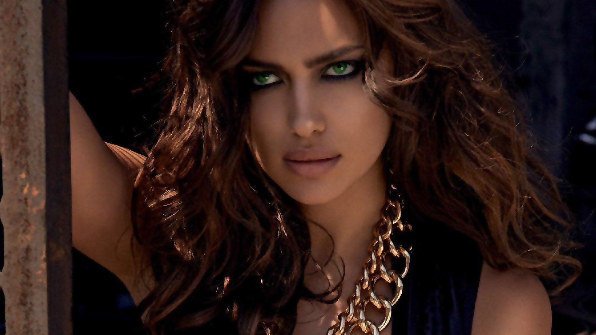 Celebrita' - Irina Shayk  Brunette Modelle Green Eyes Sfondo