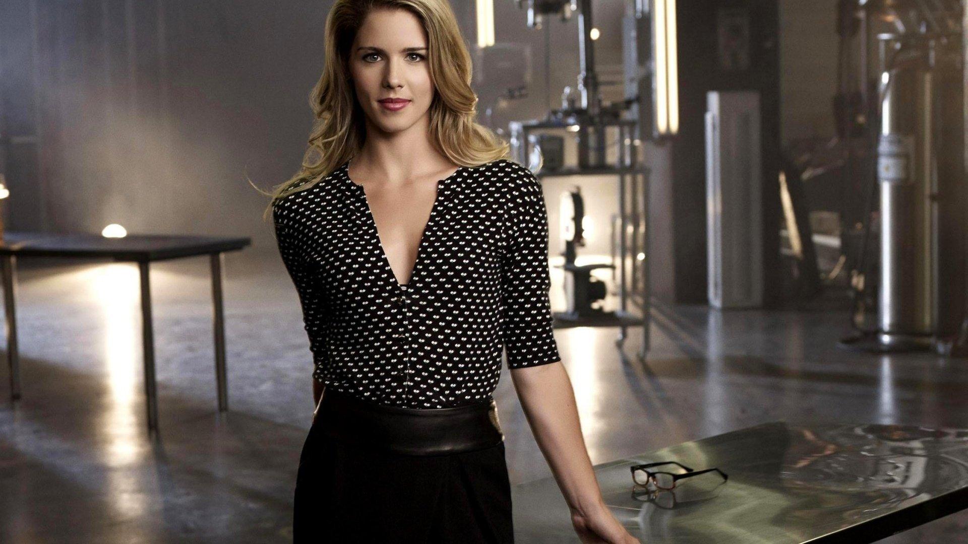 TV Show - Arrow  Emily Bett Rickards Wallpaper