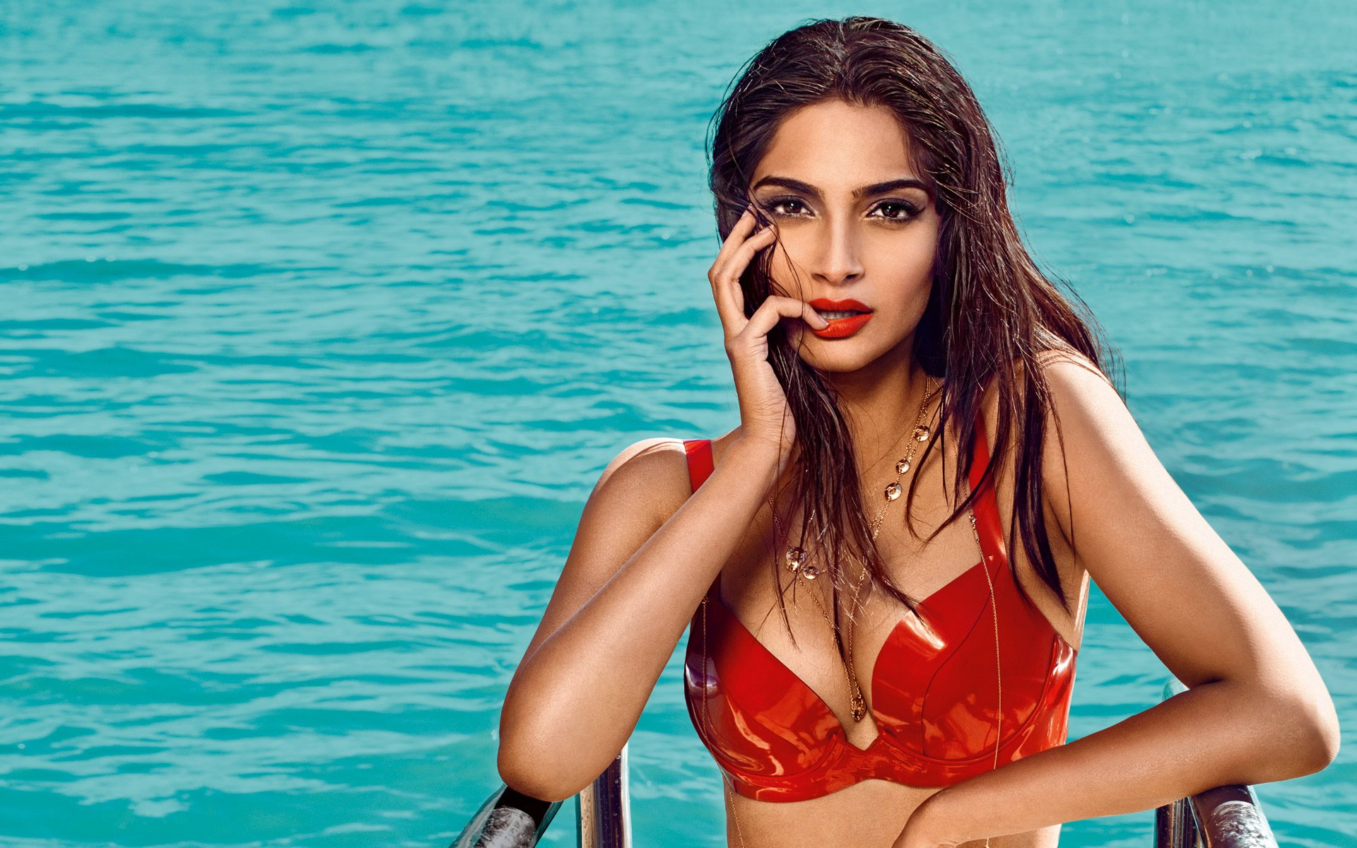 21 sonam kapoor hd wallpapers | background images - wallpaper abyss