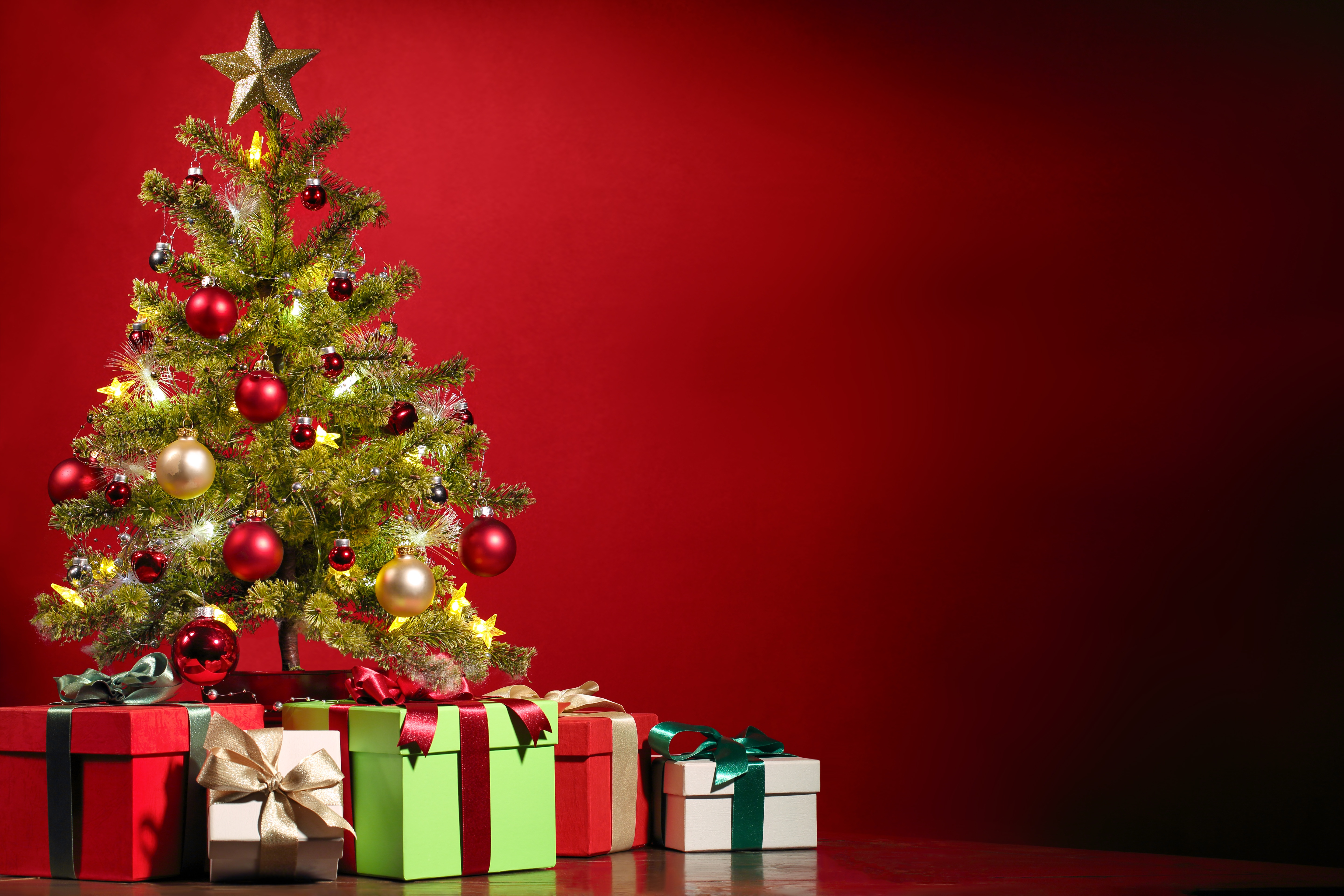 Christmas Presents Under The Tree 5k Retina Ultra Hd Wallpaper Background Image 5760x3840 Id 775664 Wallpaper Abyss