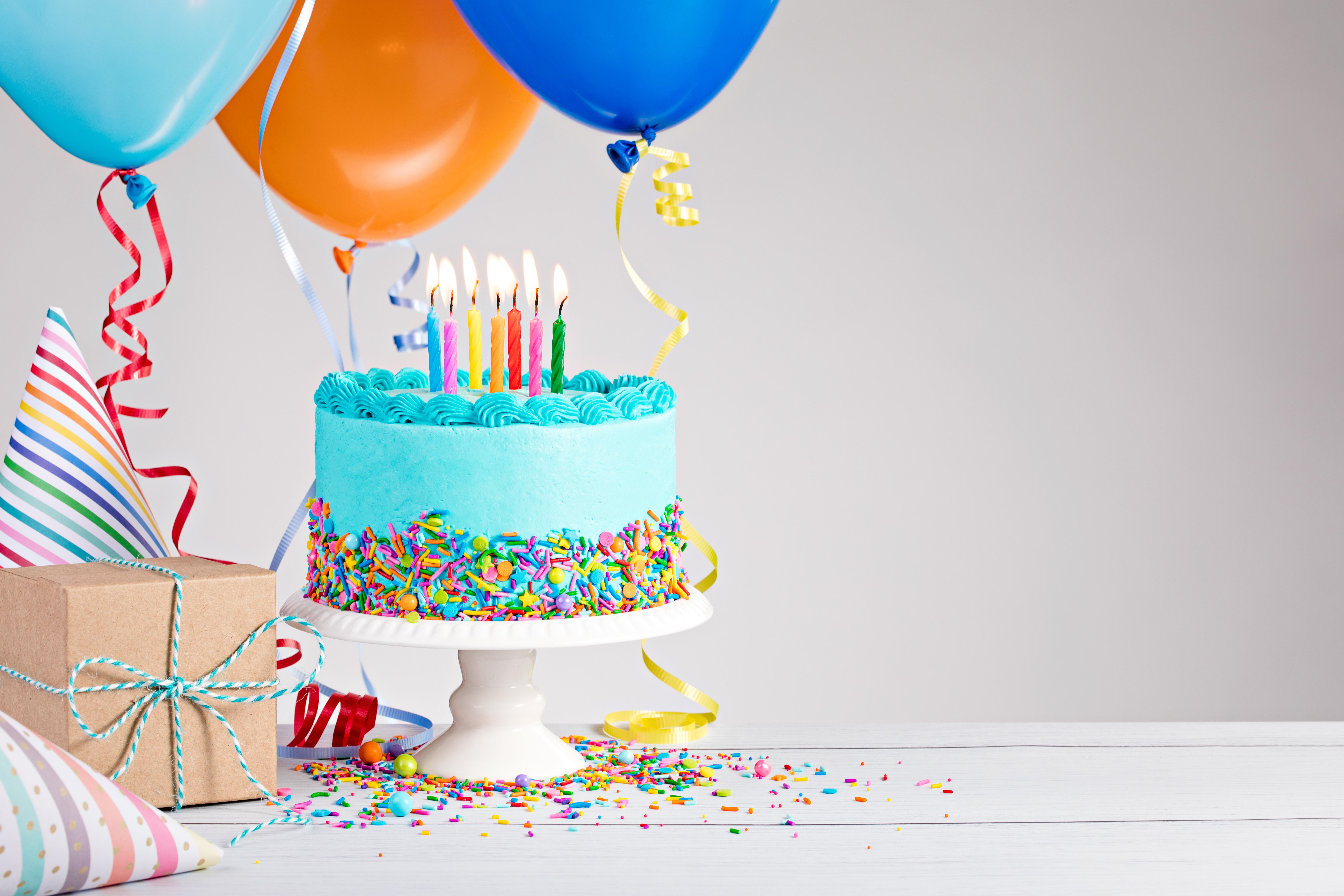 Кусок торта со свечей  № 2183979 без смс