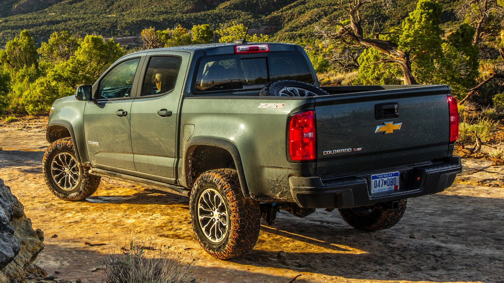 Vehicles - Chevrolet Colorado  Chevrolet Colorado ZR2 Pickup Off-Road Black Car Car Wallpaper