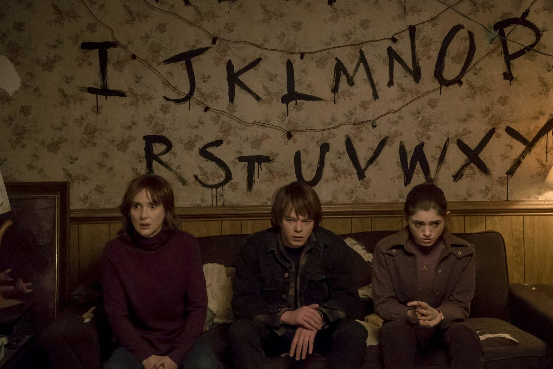 TV Show - Stranger Things  Winona Ryder Joyce Byers Natalia Dyer Nancy Wheeler Charlie Heaton Jonathan Byers Wallpaper