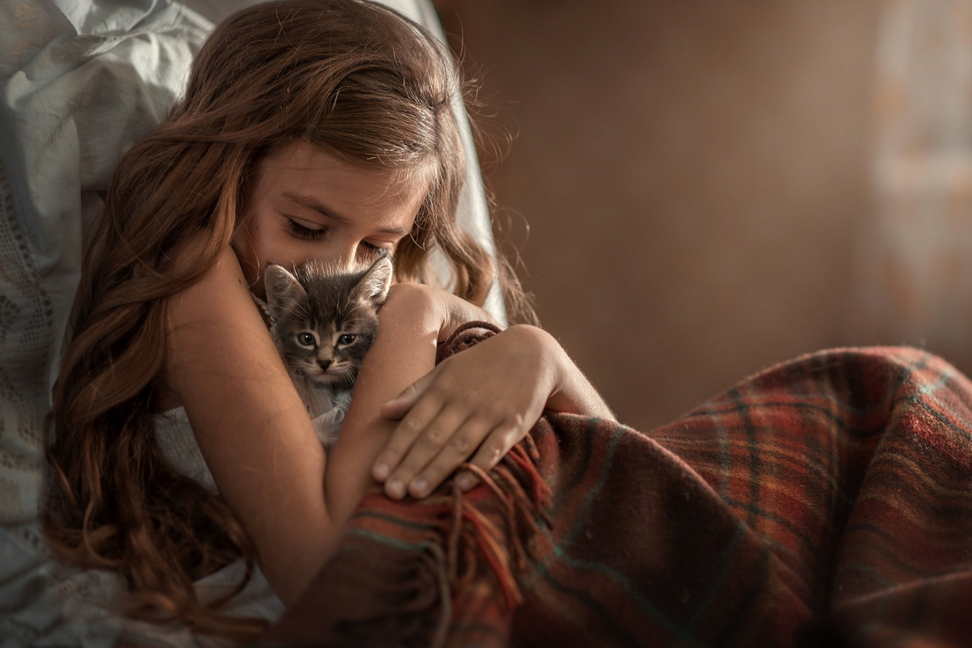 Photography - Child  Girl Little Girl Long Hair Brunette Cat Pet Baby Animal Kitten Wallpaper