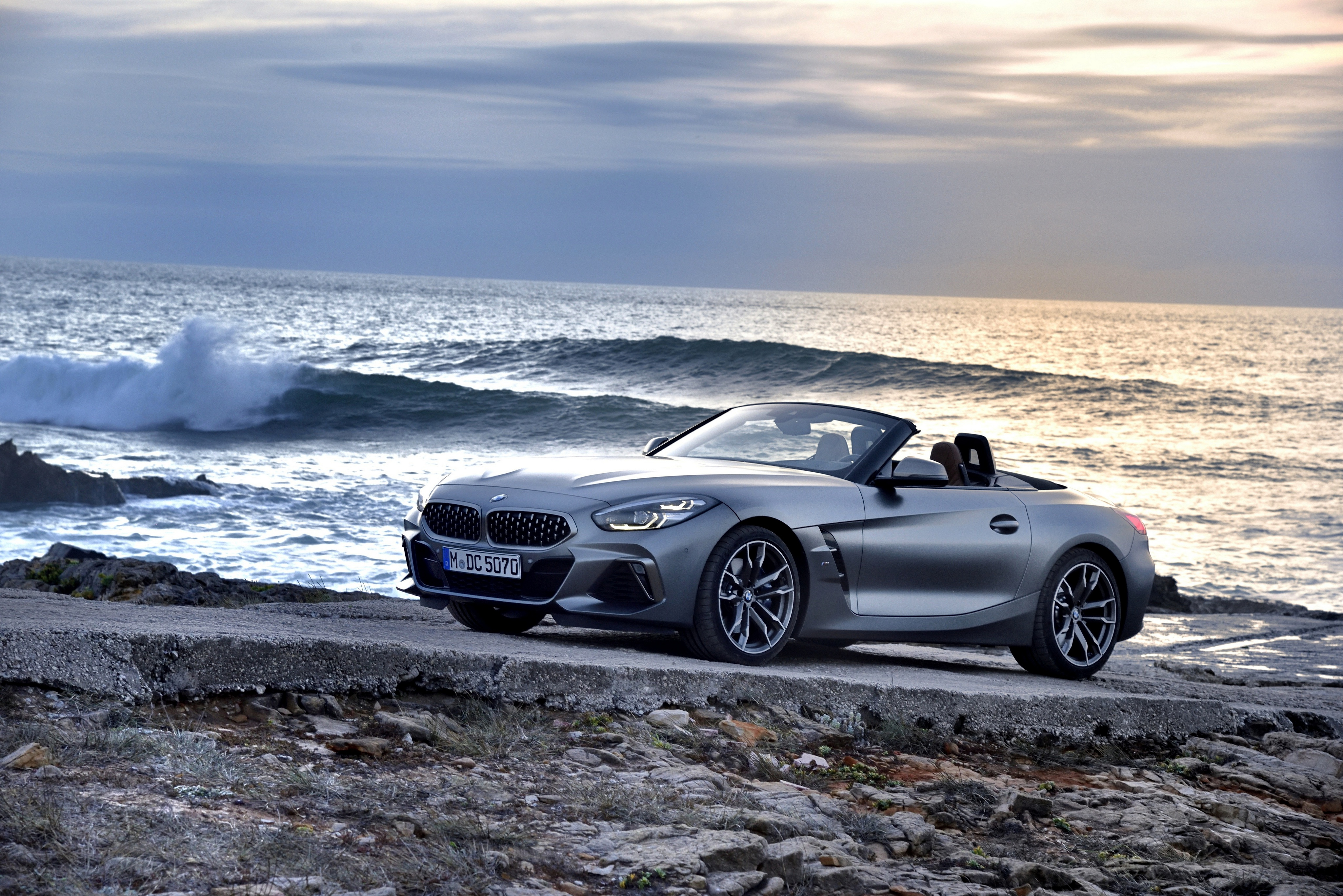 A Grey Bmw Z4 Parked Near The Oceanside 4k Ultra Fondo De